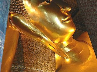Temple of the Reclining Buddha (Wat Pho) © Rdsmith4
