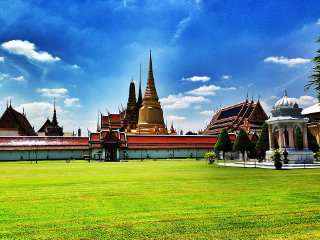 Temple of the Emerald Buddha (Wat Phra Kaeo) © Peter Zoon