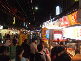 Linjiang Street (Tonghua) Night Market © Ray Tsang