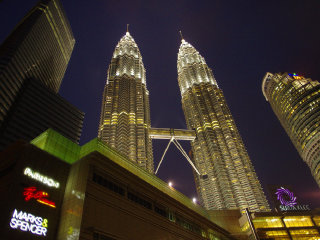 Petronas Twin Towers © Emran Kassim