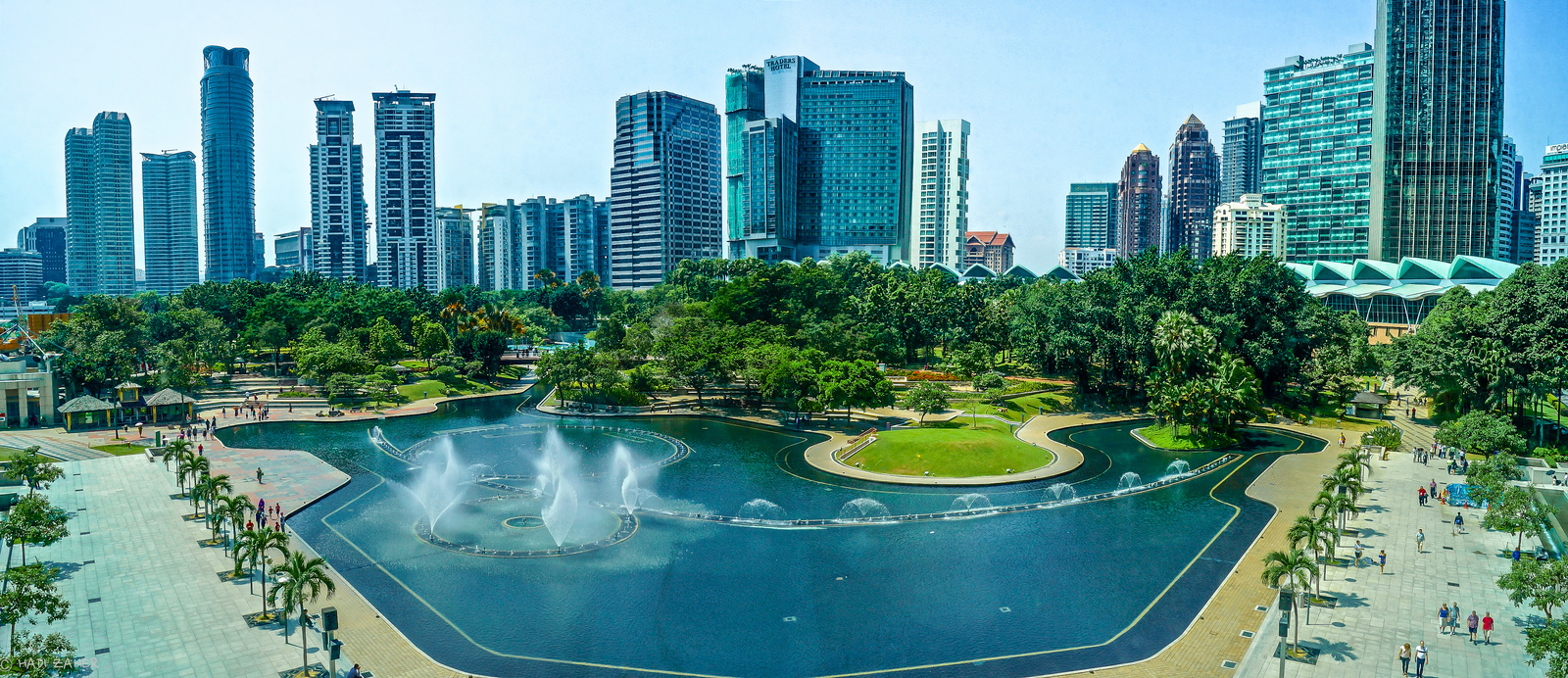 describe a popular tourist destination in malaysia Better to ask a fellow tourist to  but reaches to the spice islands of indonesia and malaysia's  singapore isn't exactly known as a beach destination,.