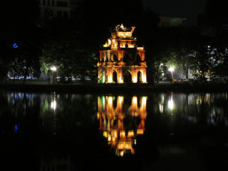 Hoan Kiem Lake (Lake of the Restored Sword) © Gary Cycles