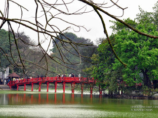 Hoan Kiem Lake (Lake of the Restored Sword) © Ronald Tagra