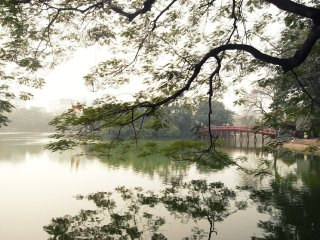 Hoan Kiem Lake (Lake of the Restored Sword) © momo