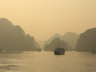 Ha Long Bay © Alex Kahn
