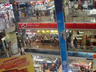 Pantip Plaza IT Mall © Vedanta Barooah