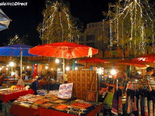 Wualai Walking Street (Saturday night market)