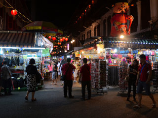 Singapore at Night: Cultural and Historical Tour of Chinatown © Aapo Haapanen