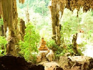 Wat Thep Rattan Temple and Cave © Seekrabi