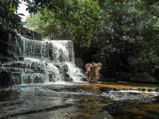 Kbal Chhay Waterfall © Mr & Mrs Backpacker