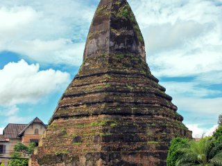 Black Stupa (That Dam) © vietnamitasenmadrid
