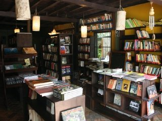 L'etranger Books and Tea © Booksandtea