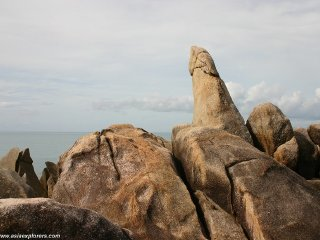 Grandmother and Grandfather Rocks (Hin Yai & Hin Ta) © asiaexplorers