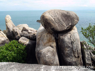 Grandmother and Grandfather Rocks (Hin Yai & Hin Ta) © asiatravelroutes