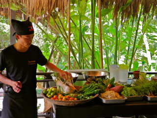 Tamarind's Lakeside Cooking School