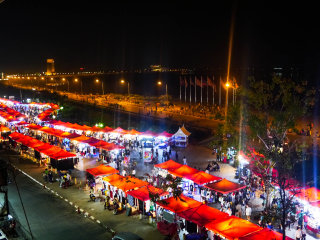 Vientiane Night Market © thetaleoftwotings