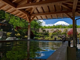 1-Day Fuji/Gotemba Premium Outlets & Lake Yamanaka Onsen (With Lunch, English guide, and Multi-lingual Audio Guide) © japanican