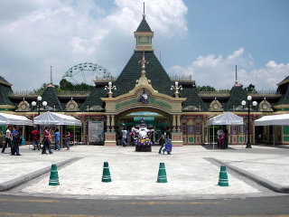 Enchanted Kingdom © Mike Gonzalez