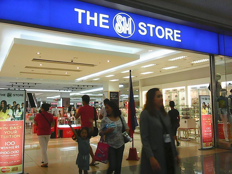 It's a straightforward department store where people can buy school uniforms and school supplies for their children, casual apparel for men and women, and of course, shoes. It's a busy location, and people like me use it as a shortcut to get to the other side of the street as it 3/5(1).