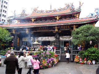 Lungshan Temple © Geoff Leeming
