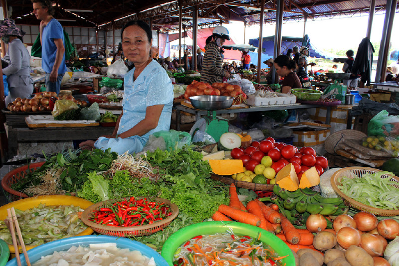 Visit Hoi An Market in the early morning