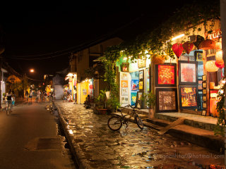 Wander around old quarter at night © ngo.anhtan