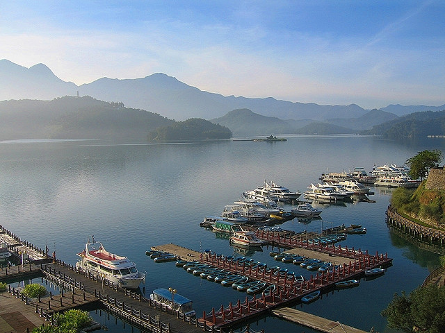 how to get to sun moon lake from taipei