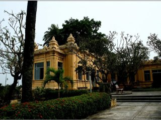 Marble mountain & Cham museum from Hoi An © panoramio