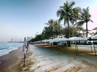 Pattaya Beach © drburtoni