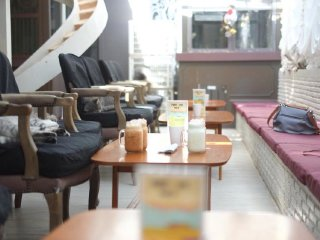 Purr Cat Cafe Club © PURR CAT CAFE CLUB