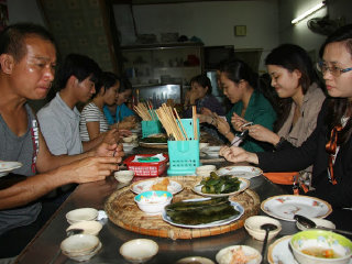 Hue Food Tour on Bike © Xuan Hoa