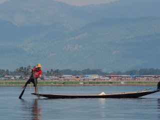 Exploring Inle Lake Full Day Tour © Clay Gilliland