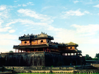 Private transfer: Hue- Perfume River -Thien Mu Pagoda- Imperial Citadel- Tu Duc's King Tomb- Hoi An © Hoianfoodtour