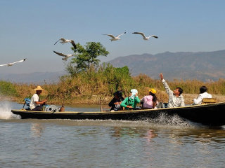 Hire a boat for Inle Lake © bookingyourtravel