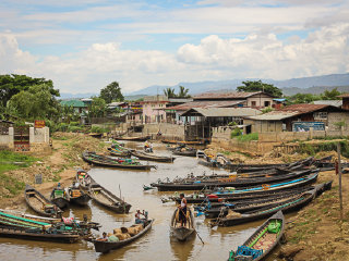 Hire a boat for Inle Lake © paperplanesblog