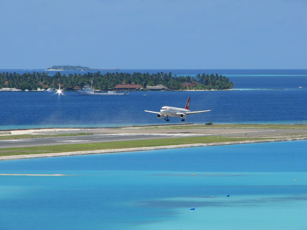airport maldives Male international airport (mle) overview the primary airport for the maldives, malé international airport is the main gateway to the palm-fringed white sand beaches of the nation's many resort islands.