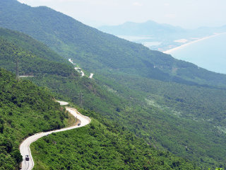 Hai Van Pass Sunrise Tour with Easy Rider
