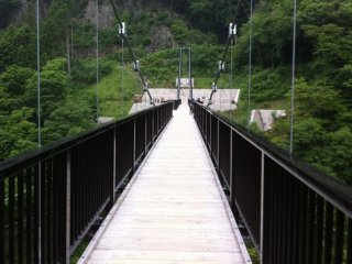 Kinu Tateiwa Otsuribashi (Suspension bridge) © koji iida