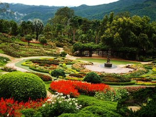 Doi Tung, Mae Sai, Golden Triangle and Chiang Saen Tour © chiangmaitotravel