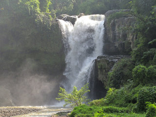 Tegenungan Waterfall © Amelia Prayoga