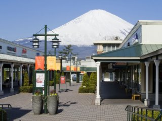 1-Day Fuji/Gotemba Premium Outlets & Lake Yamanaka Onsen (With Lunch, English guide, and Multi-lingual Audio Guide)