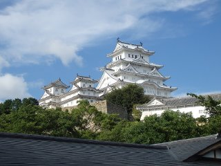 Himeji Castle & Akashi Kaikyo Bridge World Heritage Walking Tour from Osaka