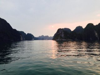 Authentic overnight cruise on Indochine sailing junk in Lan Ha Bay © Ivy Tran