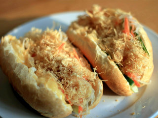 Banh Mi Ga - Mrs Chi's Bread Roll sandwich with chicken floss © tourism.danang.vn