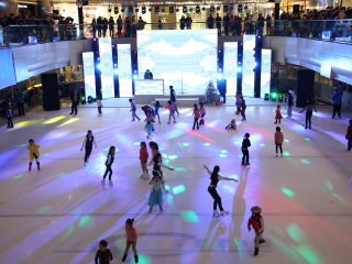 Le Cool Ice Skating © www.lecoolicerink.com