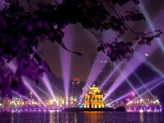 Hanoi street food tour & water puppet show