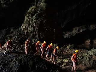 Chay River - Dark Cave © news.zing.vn