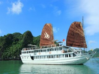 Halong Bay Tour from Hanoi on Glory legend cruise by Vietnameseprivatetours.com © Hamid